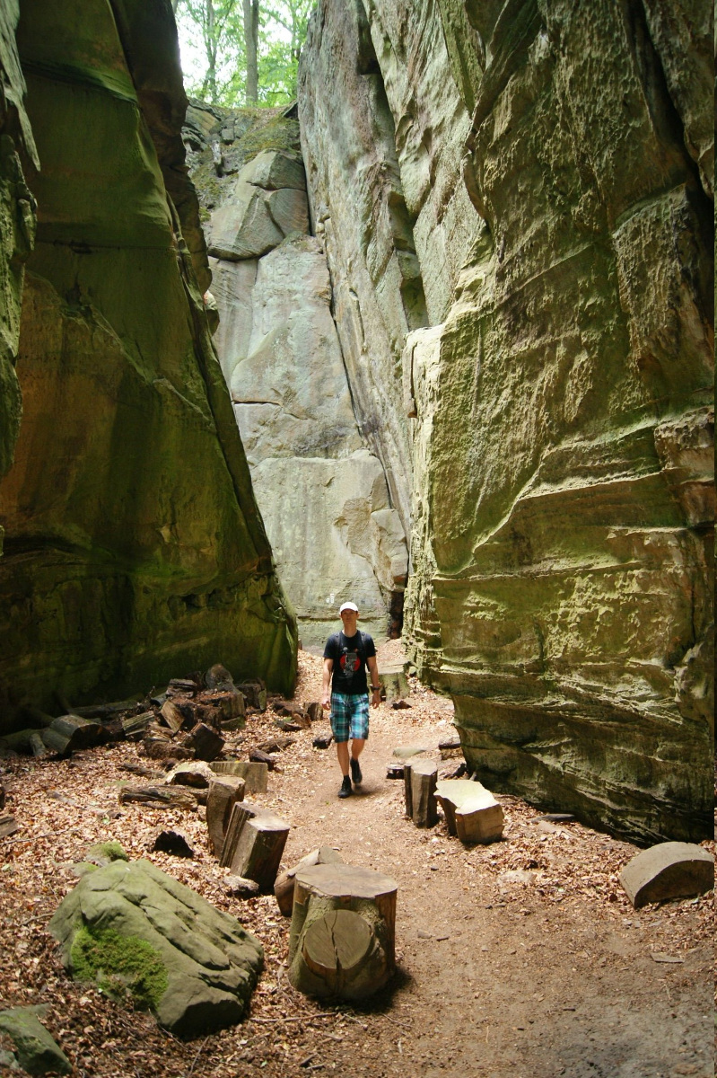 Narrow passage between big rocks